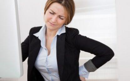 Welche Rückenübungen helfen bei falscher Sitzhaltung am Arbeitsplatz?